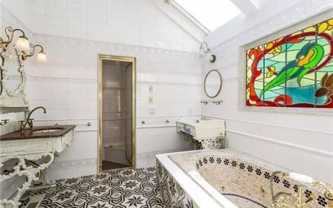 Peças e decoração do banheiro foram importadas da Europa