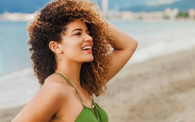 Especialista dá dicas e responde as dúvidas mais comum que ensinam a como cuidar do cabelo do verão; veja as respostas