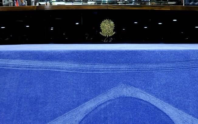 À frente do Senado, durante a sessão deliberativa que vota a admissibilidade do processo de Impeachment, o presidente da Casa Renan Calheiros (PMDB-AL) e os senadores Magno Malta (PR-ES), Vicentinho Alves (PR-TO) e Blairo Maggi (PR-MT). Foto: Geraldo Magela/Agência Senado - 11.05.2016