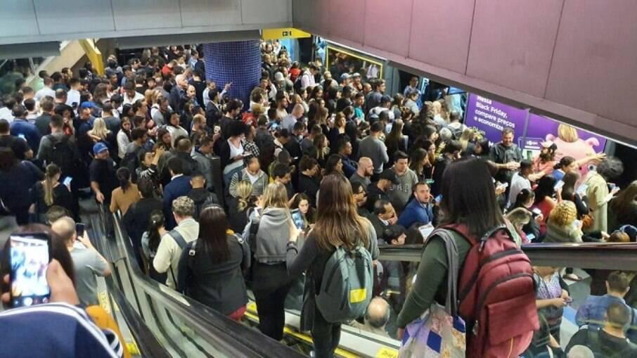 Fluxo de pessoas no transporte público caiu 62% em São Paulo