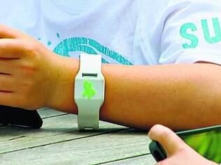Aviso. A Sync Smartband emite alerta para os pais quando os menores saem de um limite máximo