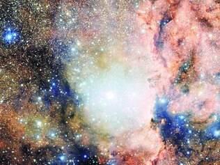 Constelação.  O Observatório Europeu do Sul divulgou ontem uma imagem da constelação austral do Altar, que está a 4.000  anos-luz da Terra. A foto foi obtida por um telescópio no Chile.
