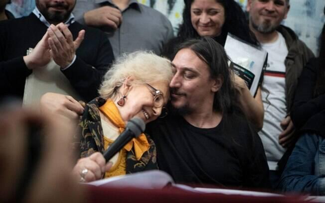 Avós da Praça de Maio encontram Javier Matías Darroux Mijalchuk, 130º neto roubado durante ditadura argentina