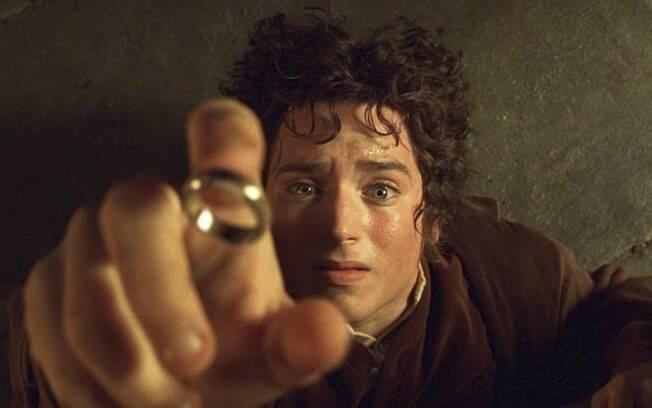 Frodo e seu anel. Acessórios ajudam a compor o visual, mas podem comprometer, diz consultora de moda
