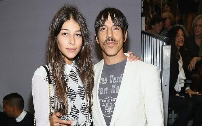 31 ANOS: Anthony Kiedis, 50, e Helena Vestergaard, 19, estão juntos há nove meses
