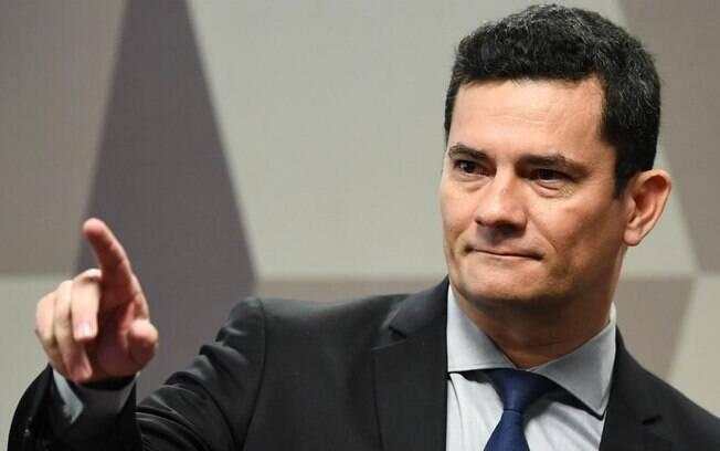A indicação foi feita pelo ex-juiz no Twitter, ao compartilhar publicação do ex-chefe da pasta Luiz Henrique Mandetta Fonte