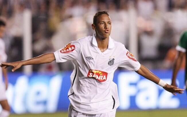 Neymar celebra um de seus cinco gols diante do Guarani, em 2010
