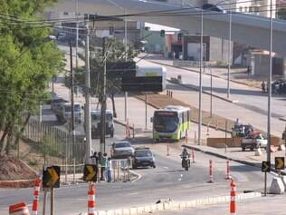 CIDADES : BELO HORIZONTE - MG - PEDRO I . Avenida sera liberada parcialmente hoje apos queda e demolicao do viaduto Batalha dos Guararapes .  Foto : Joao Godinho/O Tempo 22.09.2014