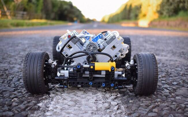 À mostra, um motor V8 que funciona por ar comprimido, a uma pressão de 3,8 bar e que gira até 1500 rpm