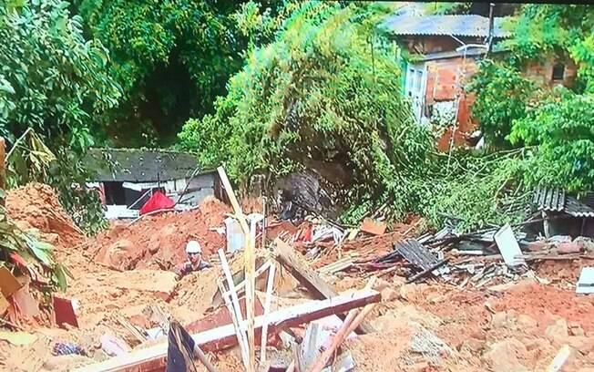 Deslizamento no morro dos Macacos, no Guarujá, causou a morte de ao menos três pessoas