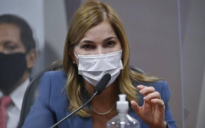 'Capitã Cloroquina' sugeriu TrateCov quando ministério já discutia vacinação nos estados