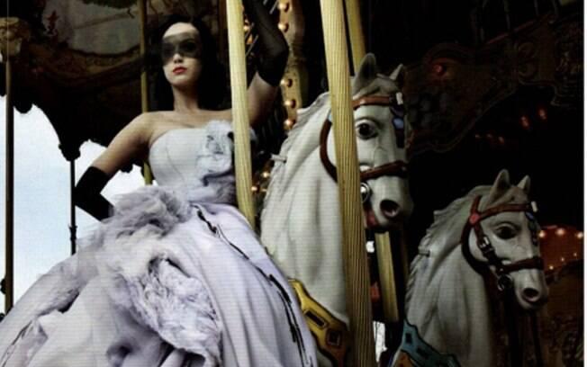 Katy Perry em um carrossel