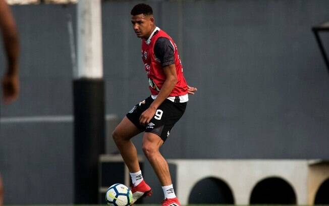 Felippe Cardoso pode fazer sua estreia no clássico entre Santos e São Paulo