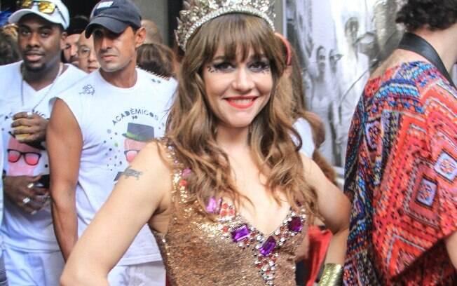 No carnaval de 2015, Alessandra Negrini desfilou com um body bem trabalho e com muita animação. A presença da atriz levou vários foliões para a concentração do bloco
