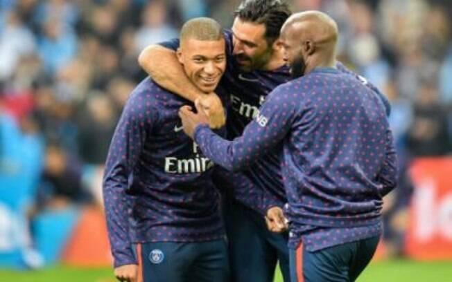 Buffon dá sermão no atacante Mbappé