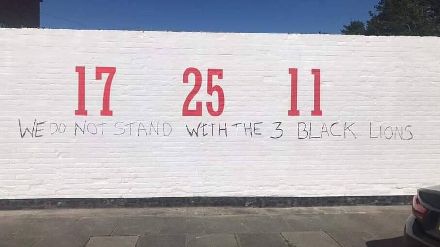 Mural com os números de Rashford, Sancho e Baka foi vandalizado; veja os detalhes