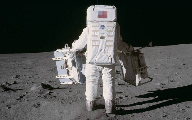 Astronautas trouxeram exemplares do solo rochoso da lua na viagem de volta a Terra
