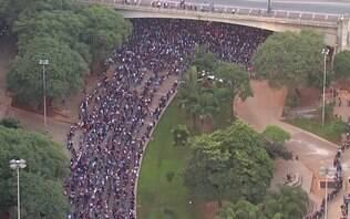 Mutirão por emprego forma grande fila no Vale do Anhangabaú, em São Paulo
