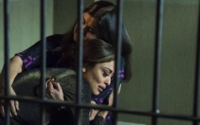 Bibi e Aurora prestam depoimento na delegacia
