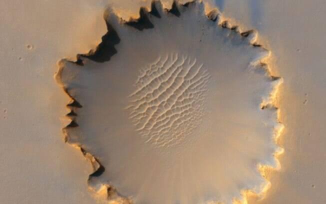 A cratera de Victoria foi explorada por uma outra missão da Nasa. A 'Opportunity' passou cerca de dois anos, entre 2006 e 2008, coletando informações nesta região
