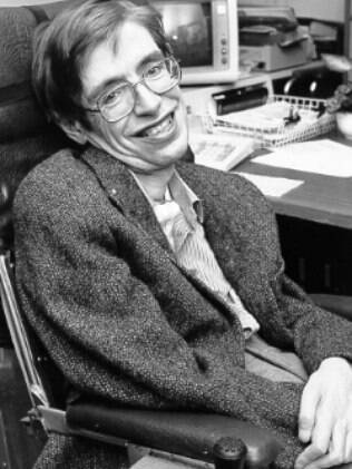 Stephen Hawking é prova de que a ELA ataca o corpo de forma devastadora, mas mantém o cérebro intocado