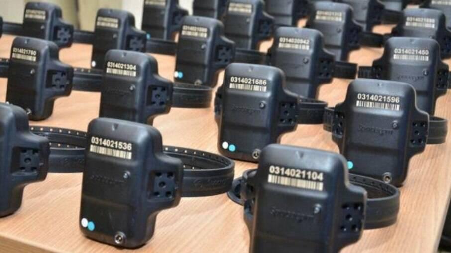 Governo de Goiás quer que detento pague aluguel de tornozeleira eletrônica