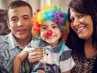 O caçula sobreviveu e no aniverário dele de um ano, Márcia estava curada do câncer. De lá pra cá, já foram mais 3festas. O menino adora palhaços.