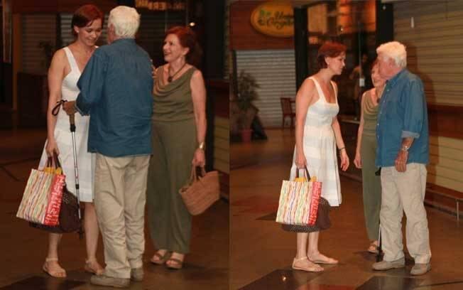 A atriz também cumprimentou amigos que foram parabenizá-la