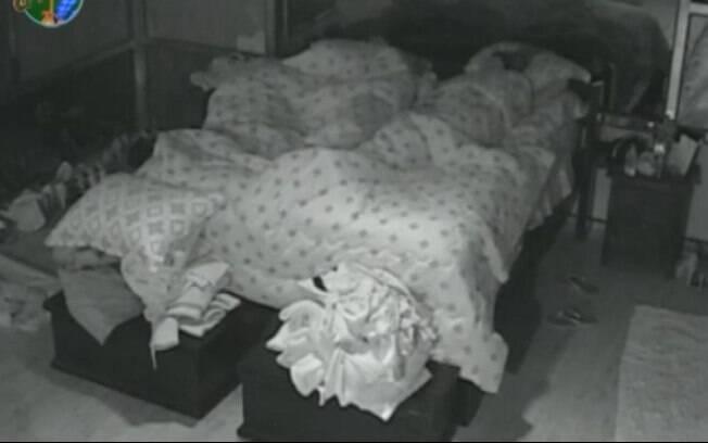 Peões dormem na sede