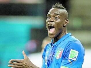 Balotelli é a esperança de gols do historicamente defensivo futebol italiano