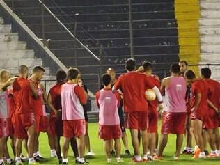 Os jogadores do Huracán treinaram nesta segunda-feira, no estádio Alejandro Villaneuva, em Lima, no Peru