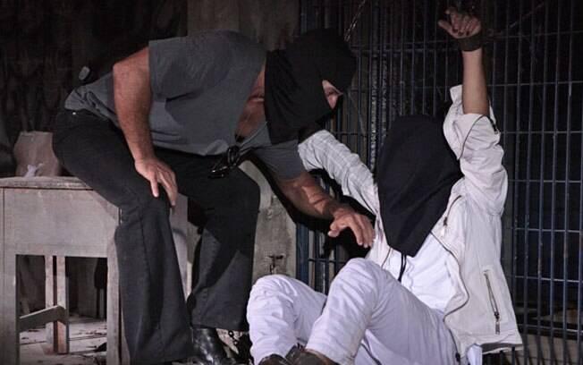 Antenor é sequestrado e mantido em cativeiro por Ferdinand e gangue de bandidos