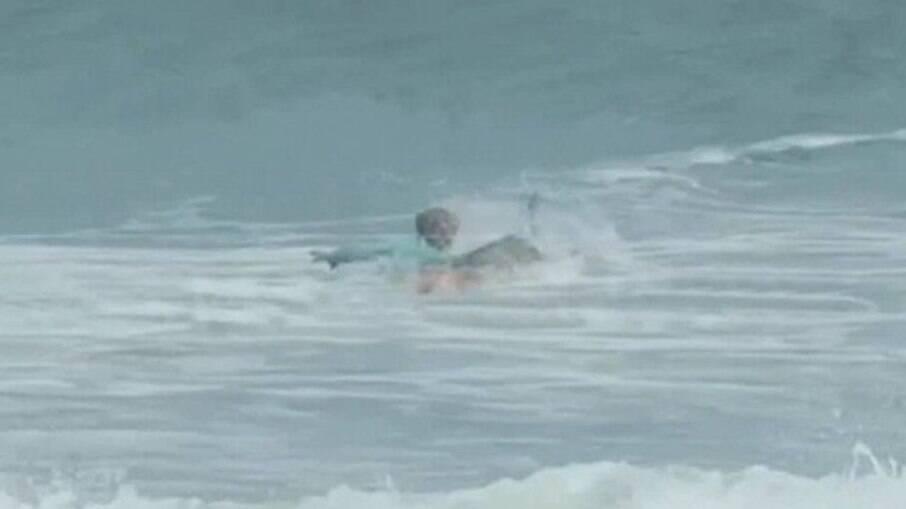 Surfista é atacado por tubarão na Flórida