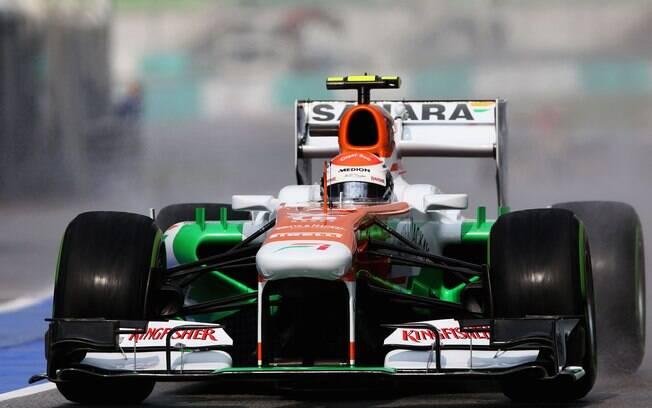 Adrian Sutil sai dos boxes da Force India e  vai para a pista. Alemão foi o nono melhor no  treino classificatório