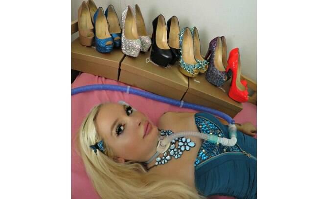 Jasmin e sua coleção de sapatos