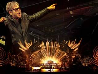 No palco, destaque para o instrumento de Elton John que dá nome ao show