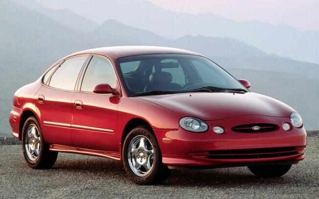 Ford Taurus entra para a lista dos carros feios por conta dos faróis redondos divididos