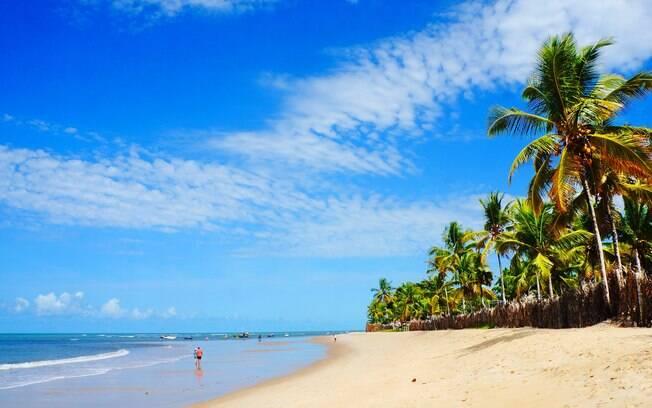 Trancoso tem praias de areia clara e mar azul, perfeitas para visitar