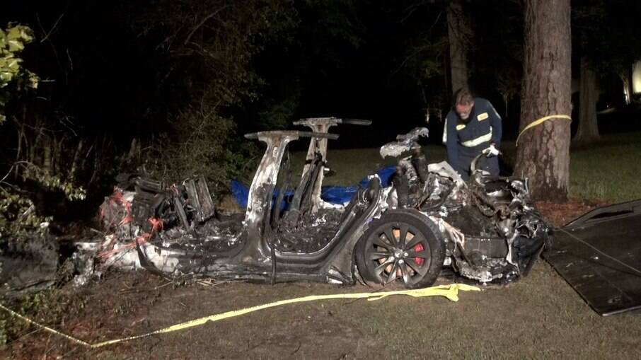 Acidente com carro da Tesla deixou dois mortos