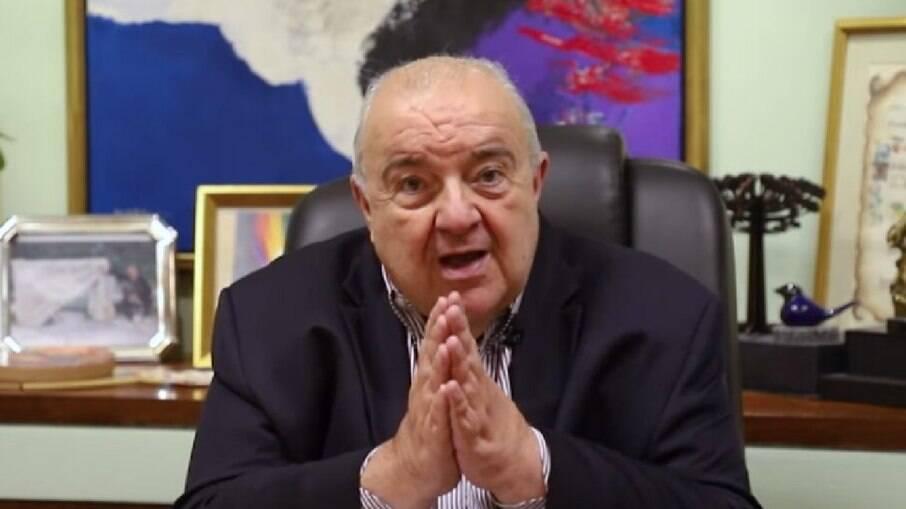 Prefeito de Curitiba pede ajuda a Deus contra Covid-19