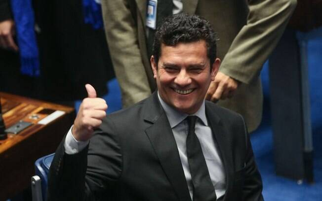 Sérgio Moro autorizou grampo telefônico contra Lula em 2016; ex-presidente não era réu em ações penais naquela ocasião