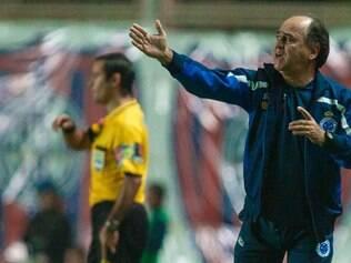 Marcelo Oliveira pede equipe constante, mas reconhece que em várias partidas Raposa foi  'estratégica'