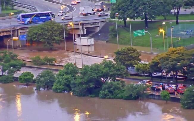 Cidade de São Paulo enfrentou caos e registrou ao menos 11 mortes devido às fortes chuvas