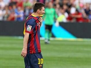 Messi sofreu lesão muscular e pode ficar afastado do Barcelona por alguns dias