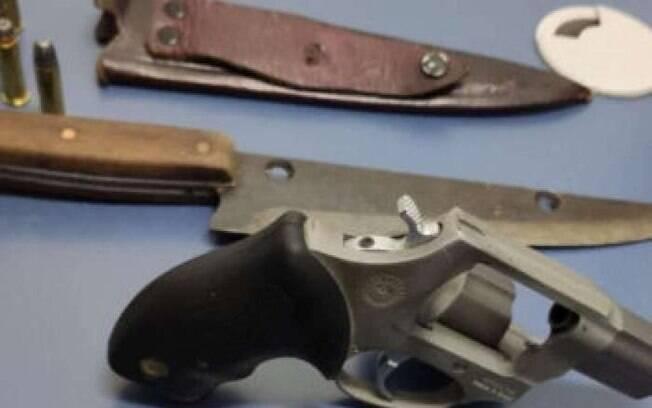 Armas apreendidas pela Polícia Civil na cena do crime