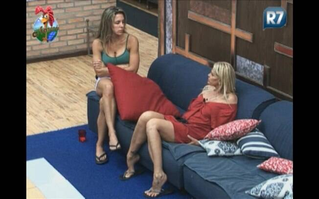 Monique conversa com Joana sobre Gui e expressa sua indignação