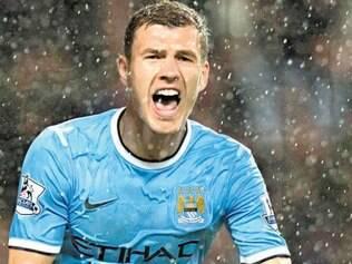 Edin Dzeko é uma das estrelas do inglês Manchester City