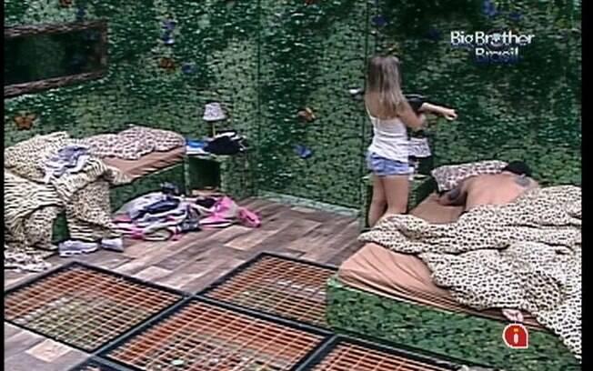 Renata vai até o Selva falar com Rafa