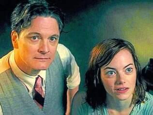 O tom demora, mas a química entre Firth e Stone dá o único charme ao filme