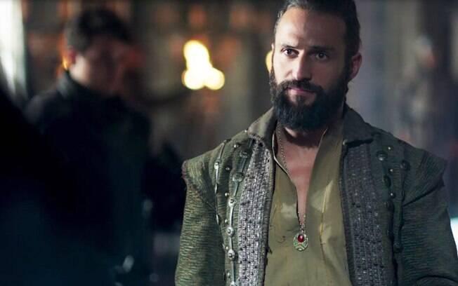 Constantino é interpretado por José Figaldo em